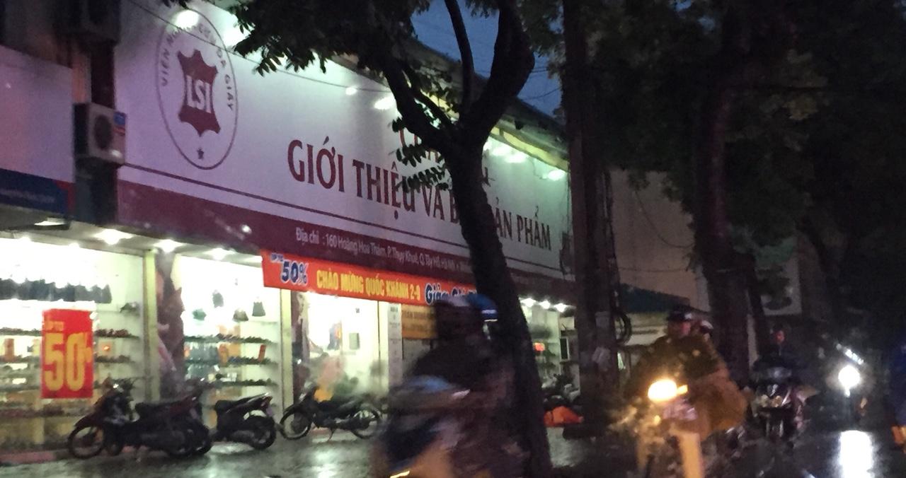 Làm biển quảng cáo trên đường Bà Triệu, Hà Nội
