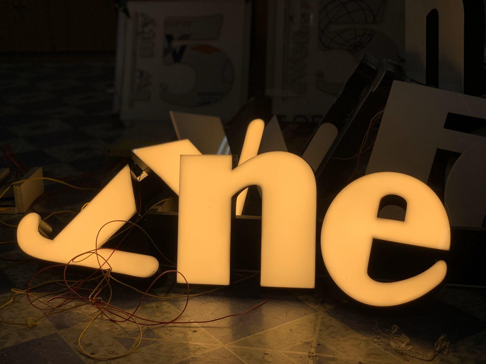 Biển LED chữ nổi